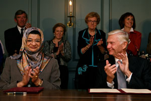 President Reveley and Minister al-Busaidiyah at the signing ceremony.