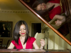 Yin Zheng, pianist
