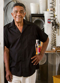Fred Eversley in his Venice, Calif., studio, 2011. (Photo courtesy of the artist and Venice magazine)