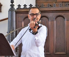 Iraqui violinist Imad Al Taha will perform with the W&M Middle Eastern Music Ensemble at the April 21 concert Refugees Welcome: Music for a Better World. (Photo courtesy of Anne Rasmussen)