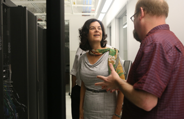 Shortly after arriving at W&M, President Katherine Rowe took a tour of the ICS — and met with Eric Walter in the High Performance Computing cluster. (Photo by Stephen Salpukas)