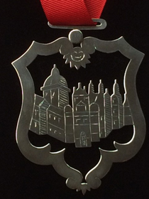 The honorary fellowship medallion crafted by Chris Stousland '76 (Courtesy photo)