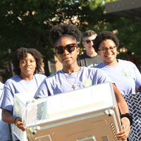 W&M community warmly welcomes new students to campus