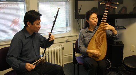 The erhu and pipa are traditional Chinese instruments.
