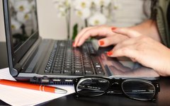 desk-glasses-notebook-3061-825x550.jpg