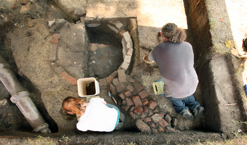 WMCAR archaeologists Lauran Kellam and Jack Aube work around a well dug by thirsty Union occupiers.